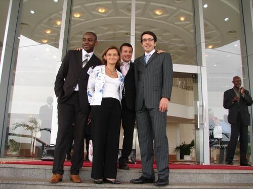 Notre délégation sur les marches du Sénat gabonais