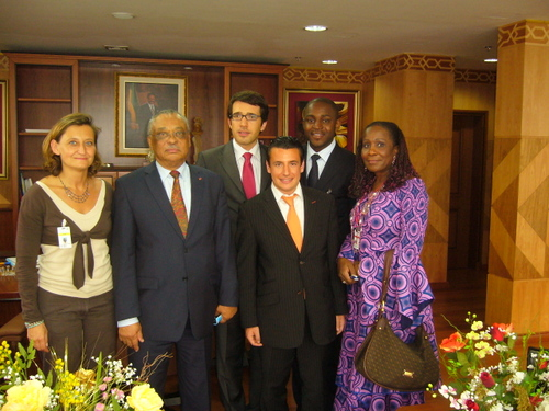 Son Excellence le Président du Sénat Gabonais avec à la droite la Présidente du Groupe PDG au Sénat